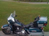 2009 Harley Davidson in Excellent Condition Red