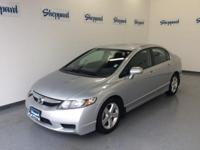 FUEL EFFICIENT 34 MPG Hwy/26 MPG City! CARFAX 1-Owner.