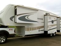 2009 DESIGNER by Jayco 34RLQS * POLAR BARRIER - 4