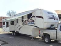 2009 Keystone Montana 3605rl fifth wheel, totally