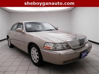 2009 Lincoln Town Car Signature ** NEW TIRES **, **