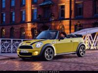 This 2009 MINI Cooper S 2dr Convertible features a 1.6L