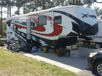 2009 Newmar X-Aire Toy Hauler 40 CKSH, in great