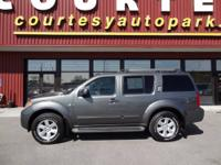 Is this gray 2009 Pathfinder SE the one for you? So