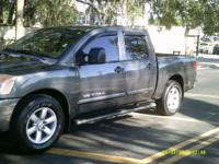 Options:  2009 Nissan Titan  Crew Cab Se Package Gray 5