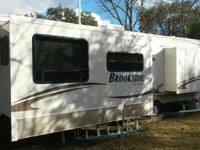 2009 sunnybrook brookside 30 ft two slides 18,000 obo