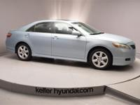 This 2009 Toyota SE Camry 2.4L has features like