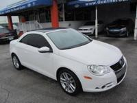 This 2009 Volkswagen Eos 2dr Lux Convertible features a