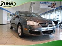 CLEAN CARFAX, LOCAL TRADE and LEATHER. Jetta SE 4D