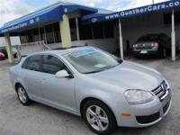This 2009 Volkswagen Jetta 4dr SE Sedan features a 2.5L