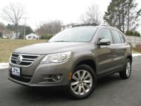 Exterior Color: gray, Body: SUV, Engine: 2.0L I4 16V