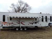 Toy Hauler 2009 Forest River Wolf Pack 396 /. 42 ft. -