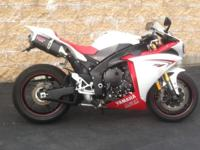 2009 Yamaha R1 . Rare original White/Red color
