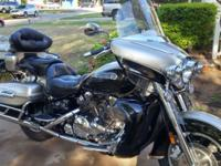 Fully loaded 2009 Yamaha Royal Star Venture S : luxury