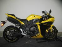 2009 Yamaha YZF-R1 in Yellow - A light and powerful