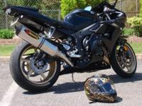 2009 Yamaha YZF R6s. Raven Black. Gold Wheels. ~5k