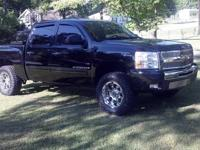FOR SALE: 2009 Chevrolet Silverado 1500 LT Crew Cab.