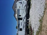 Lightly used 2009 Wildwood 292FKDS 32ft pull type