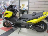 2009 Yamaha TMAX 2009 Yamaha TMAX Scooter Yellow