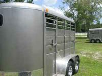 2010 CALICO 2H SLANT LOAD BP HORSE TRAILER. THIS