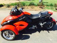 2010 Can Am Spyder RS. It's a semi automatic 2010