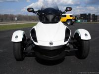 2010 Can Am Spyder RSS SE5. This is a mint condition