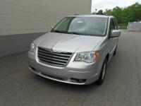 2010 Chrysler Town&Country Touring! V6! Well maintained