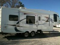 2010 Forest River Wildcat 28 RKBS 5th wheel. Like New