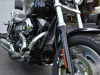 Fat Bob 2,615 Miles Vivid Black After market pipes