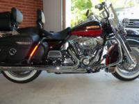 2010 Harley Davidson FLHRC Road King Classic. This