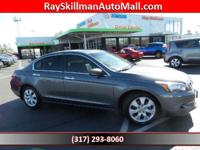 EX-L trim. EPA 29 MPG Hwy/19 MPG City! Moonroof, Heated