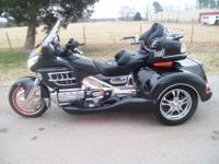 2010 Candy Metallic BlackRoadsmith Trikew/14K miles