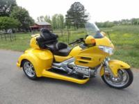 Condition: UsedYear: 2010Exterior Color: YellowMake: