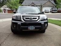 Parents are selling their 2010 Honda pilot touring 4WD
