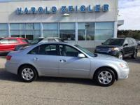 CLEAN CARFAX 1 OWNER, LOCAL Trade, MOONROOF, *2 KEYS*,