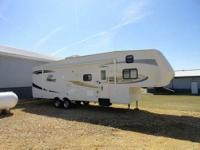 FOR SALE IS A 2010 JAYCO EAGLE SUPER LITE 31.5' 5TH