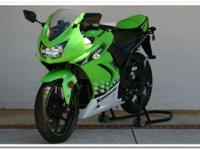 Selling 2010 Kawasaki Ninja 250r in mint condition, it