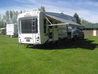 2010 Keystone Montana 2955rl, Hickory series, loaded