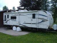 outback super lite 28ft 8ins. rear lounge, rests six.,