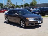 EPA 32 MPG Hwy/22 MPG City! CARFAX 1-Owner, Huffines