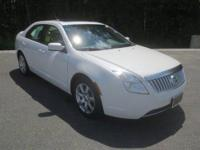 EPA 31 MPG Hwy/22 MPG City! CARFAX 1-Owner, LOW MILES -