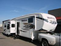 2010 Montana 5th Wheel 35ft 4 Slides Loaded Super Nice
