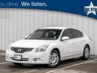 Very Clean Altima 2.5 S, 4D Sedan, Winter Frost Pearl,