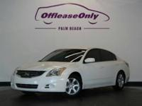 2010 Nissan Altima 2.5 S, Winter Frost Pearl/Charcoal,
