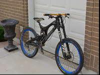 2010 Santa Cruz V10 (version with the carbon link). I'm