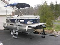 Beautiful 2010 Tahoe 14 Family Sport pontoon boat with