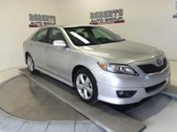 Exterior Color: classic silver metallic, Body: Sedan,