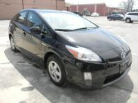 This is a very nice and clean Prius has clean carfax