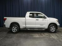 Clean Carfax 4x4 Truck with Tonneau Cover!  Options: