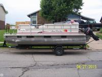 - Stock #083122 - Here is a nice Pontoon boat package